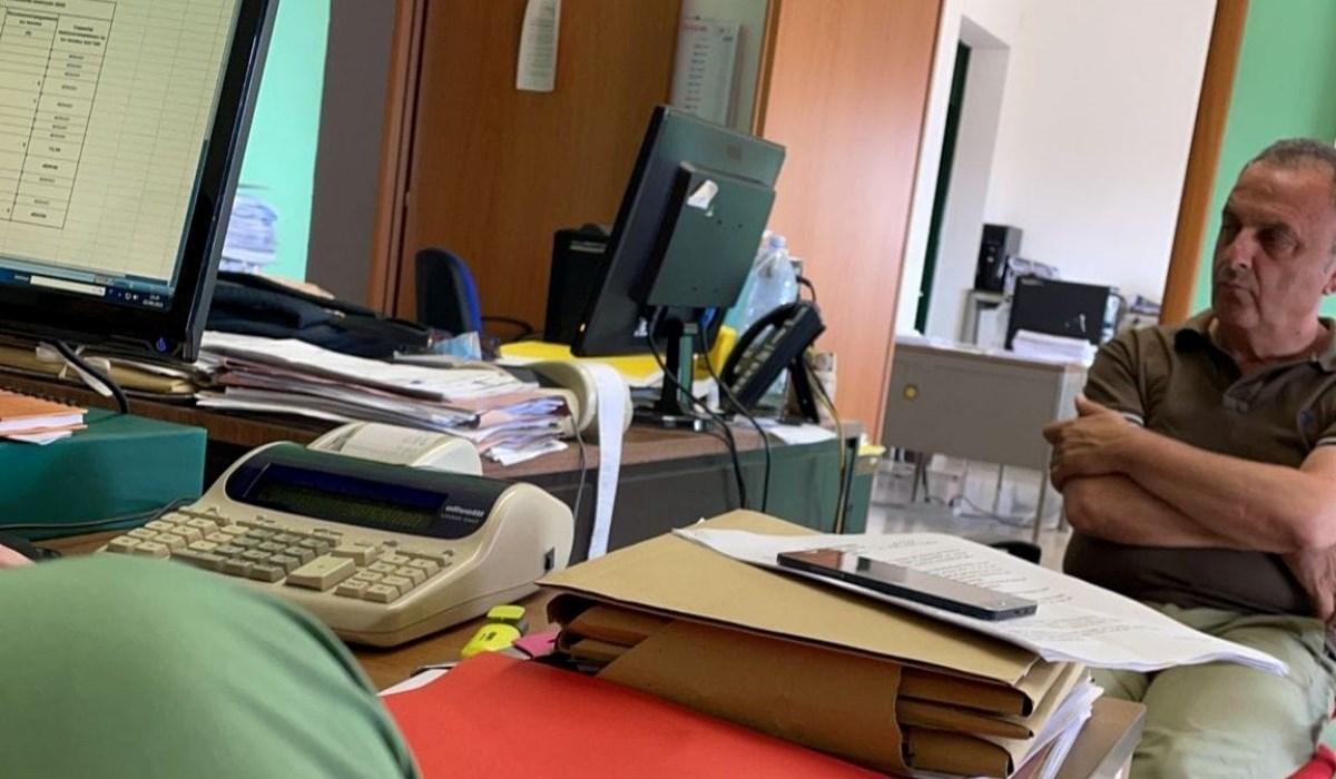 Il sindaco Ermanno Cennamo in Municipio - foto Facebook