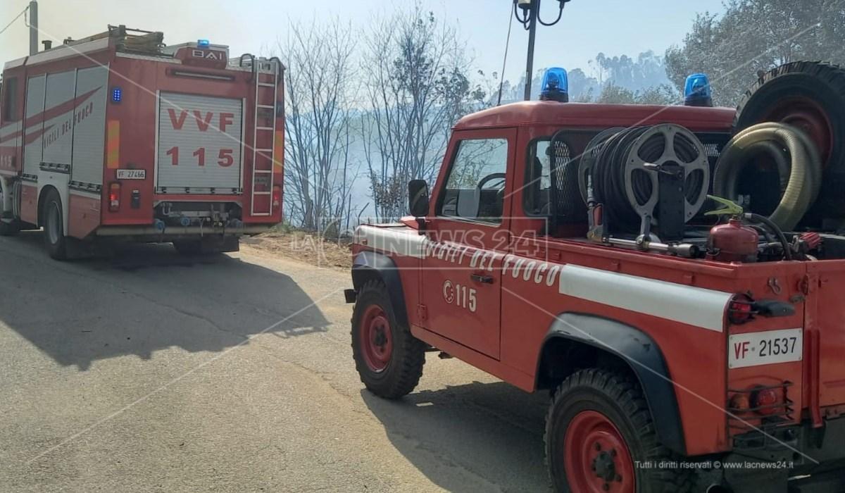Superlavoro per i vigili del fuoco nell'area urbana cosentina