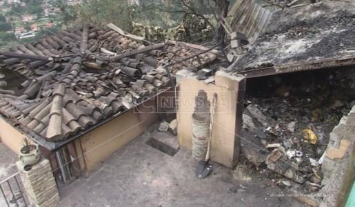 L'area della pizzeria L'Arco di Rende danneggiata dall'incendio