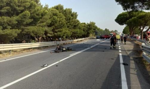 Sangue sulle stradeIncidente sulla statale 18 tra Fiumefreddo e Longobardi, morto un 25enne