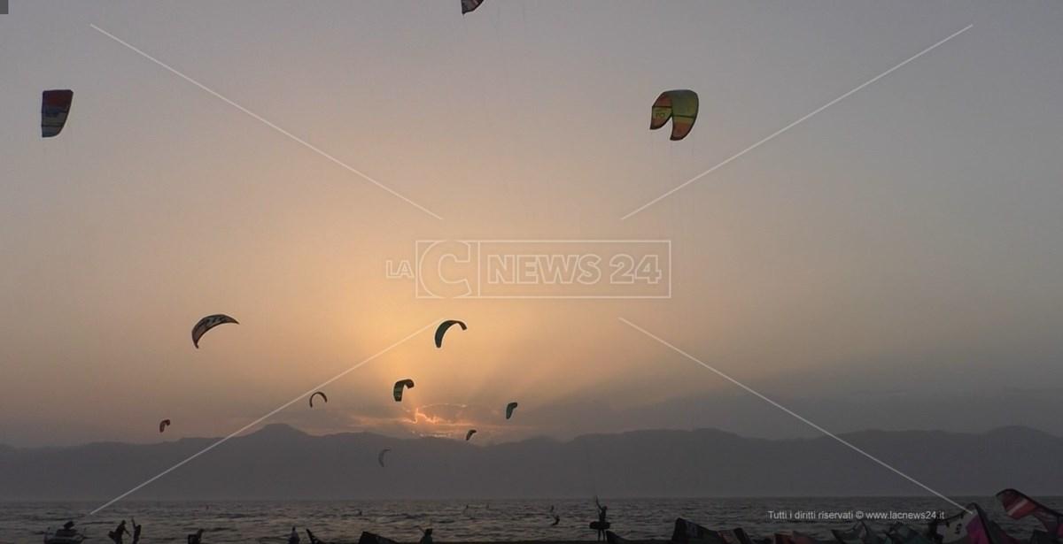 Lo spettacolo del Kitesurf a Punta Pellaro, Reggio Calabria