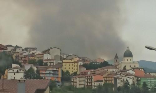 L'emergenzaAcri continua a bruciare: evacuate cento persone - LIVE