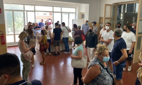 La clinica nei guaiSant'Anna Hospital, pignoramento da 17 milioni di euro: a Catanzaro la protesta dei dipendenti