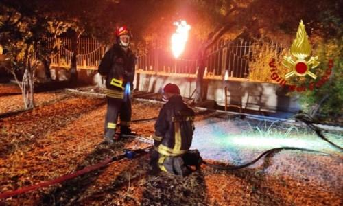 Strongoli, fuga di gas gpl: vigili del fuoco al lavoro per tutta la notte e dieci famiglie evacuate