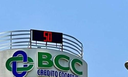 Caldo infernaleA Cosenza superati i 42 gradi ma il termometro della Bcc va fuori scala e segna +50