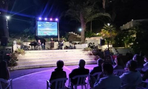 Musica e poesia, successo per il tradizionale evento estivo nel parco delle Terme di Caronte