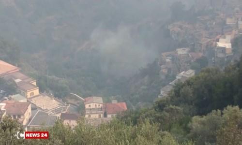 Il fumo avvolge Grotteria