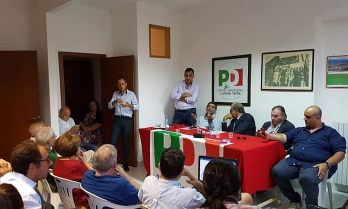 Una vecchia riunione della federazione provinciale del Pd Catanzaro. Cuda primo da destra