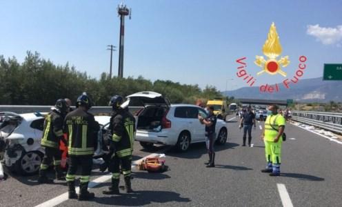 Scontro sull'A2Incidente sull'autostrada tra Lamezia e Pizzo: due persone ferite, una in modo grave