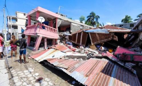 Sisma devastanteViolento terremoto ad Haiti, oltre 300 morti. Tantissime le case e gli edifici crollati