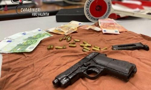 In auto con una pistola clandestina: arrestato 66enne nel Vibonese