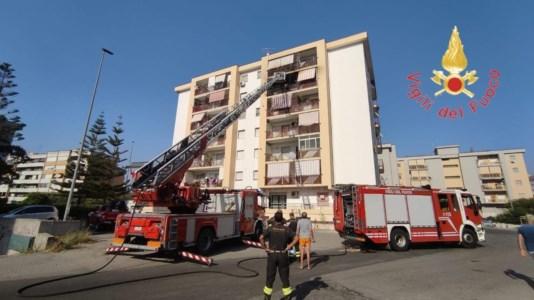 Crotone, incendio in un appartamento al quinto piano: evacuati i residenti