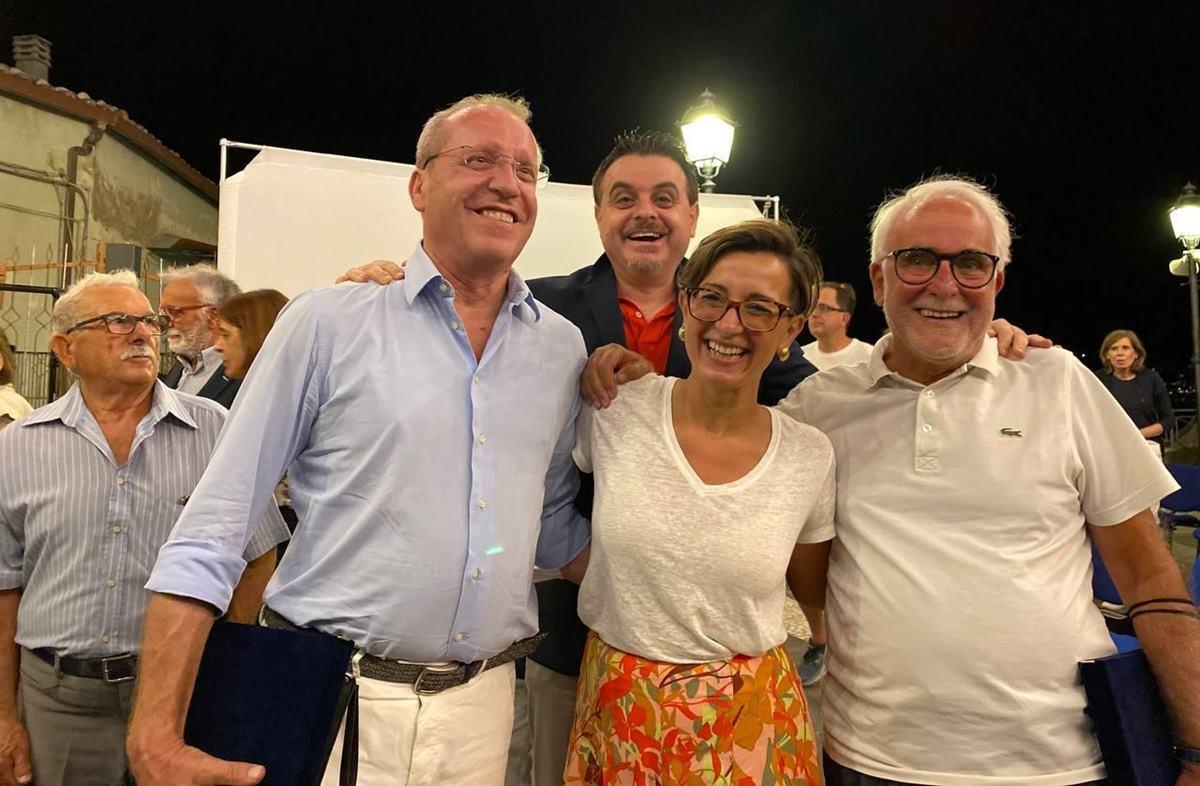 I premiati insieme al sindaco di Sellia