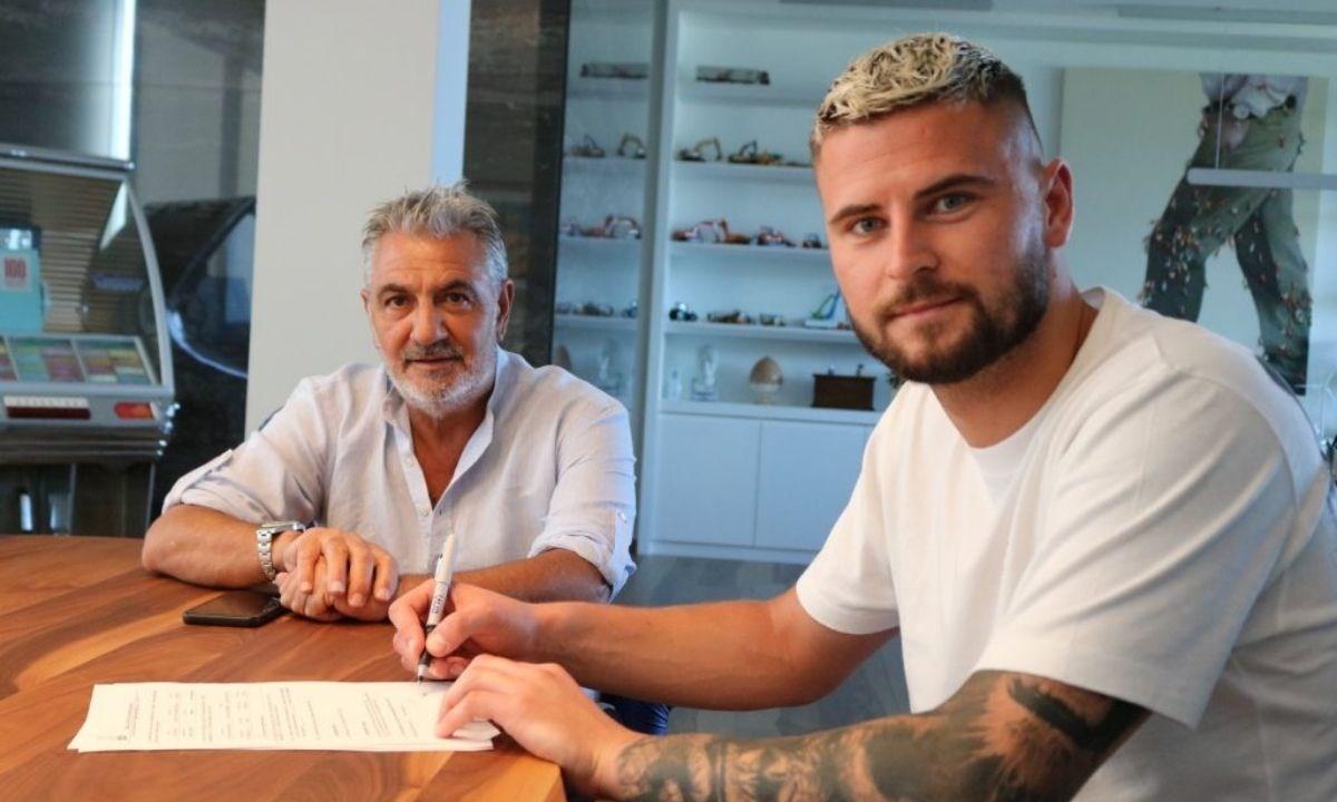 Contini firma il contratto alla presenza del presidente Vrenna