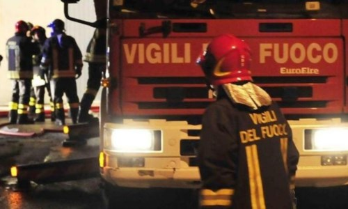 Catanzaro, minaccia di lanciarsi dal terrazzo: salvato dai Vigili del fuoco