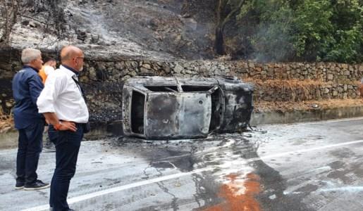 I resti del veicolo andato a fuoco durante la cronoscalata di Luzzi