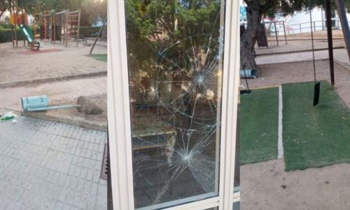 Isola Capo Rizzuto, vandali in azione: danneggiati asilo e parco giochi