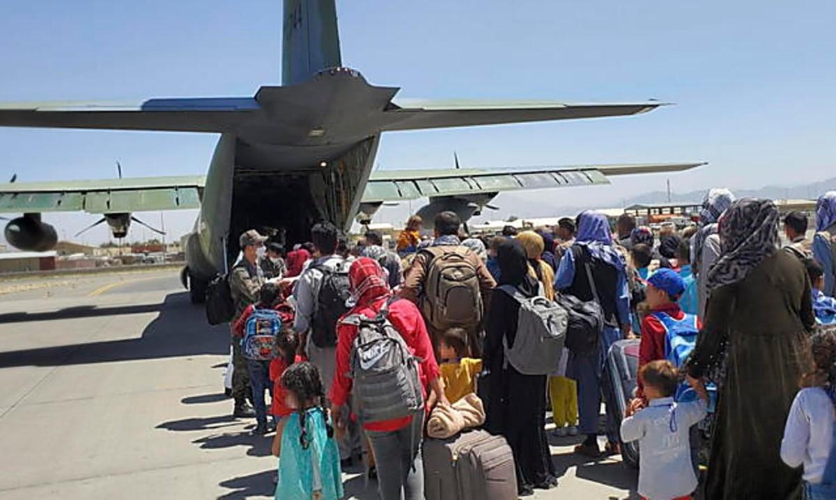 Aeroporto Kabul, foto ansa