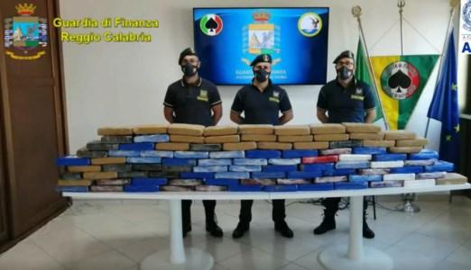 Traffici di drogaOltre 108 chili di cocaina nascosta tra la legna: maxi sequestro al porto di Gioia Tauro
