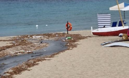 Liquami sulla spiaggia di Soverato