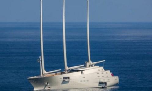 Tappa in CalabriaVibo Marina, lo yacht a vela più grande al mondo getta le ancore nella rada Santa Venere