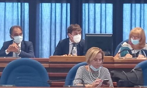 Comune Catanzaro, solidarietà del Consiglio al sindaco indagato Abramo. Assenti Costanzo e Merante