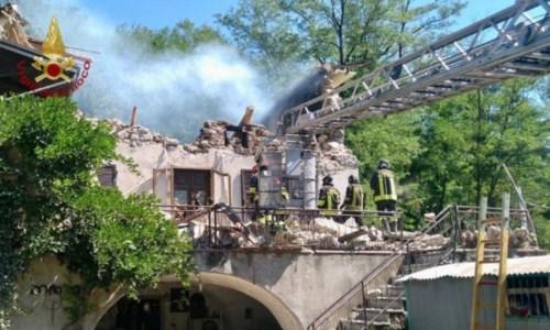Toscana, crolla un edificio dopo un'esplosione in provincia di Massa Carrara