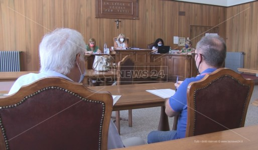 L'aula allestita al tribunale di Cosenza per ricevere il deposito delle liste per le regionali