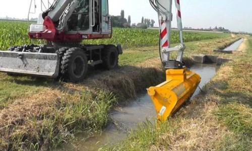 L'appelloFrane e alluvioni, la Prefettura di Crotone agli enti competenti: «Necessario pulire corsi d'acqua»
