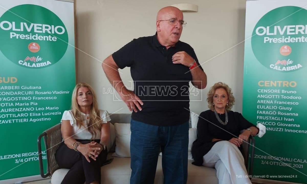 Oliverio in conferenza stampa