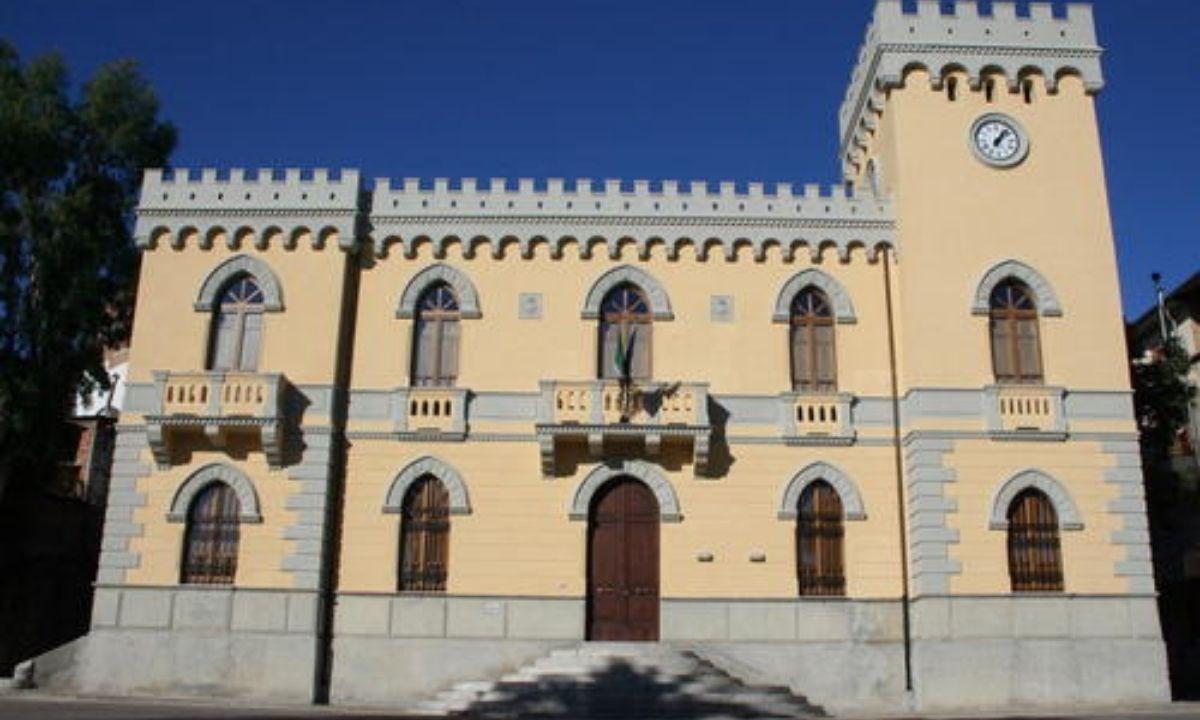 Il palazzo municipale di Sinopoli