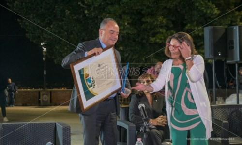 Il riconoscimentoGratteri cittadino onorario di Bisignano: «Bella sorpresa, trasmetterò questo calore alla mia squadra»