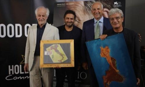 """Il Premio Fondazione Mimmo Rotella consegnato a Mario Martone e Toni Servillo per """"Qui rido io"""""""