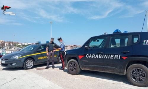 Dal CrotoneseStrongoli, tentano di fuggire dopo uno sbarco con documenti falsi: arrestati