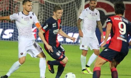 Serie BCrotone-Reggina, derby bagnato e un punto a testa: finisce 1-1