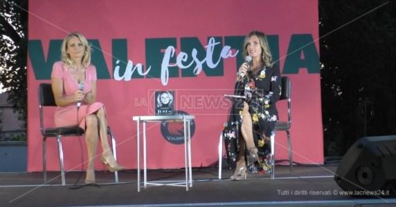 """Eventi in CalabriaVibo, la showgirl statunitense Justine Mattera si racconta al """"Valentia in festa"""""""