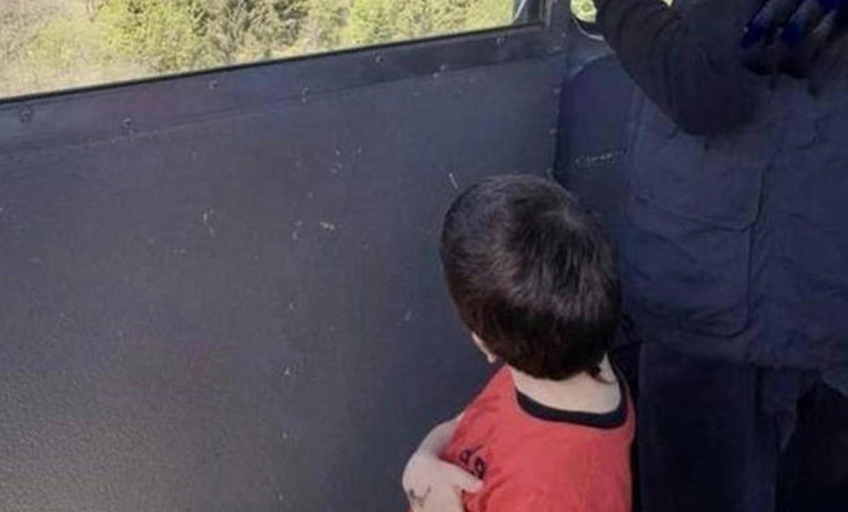 Il piccolo Eitan sulla funivia, poco prima della tragedia
