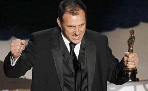 Mauro Fiore stringe l'Oscar per