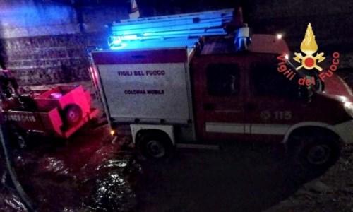 Emergenza meteoMaltempo Calabria, Vigili del fuoco in azione durante la notte nel Catanzarese - VIDEO