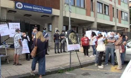 Sanita' CalabriaA Vibo la protesta dei cittadini di Nicotera: «Vogliamo postazione 118 e guardia medica H24»