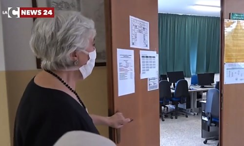 Rientro in classeRiapertura scuole, a Lamezia il liceo Fiorentino riorganizza gli spazi: «Anche i laboratori trasformati in classi»