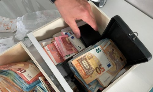 Operazione DessertMaxi frode fiscale a Pomezia, sequestrati beni per 3,5 milioni: coinvolte aziende di due calabresi