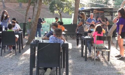 L'iniziativaCrotone, tanti bambini al Festival degli scacchi: «Questo gioco attrae come un videogame»