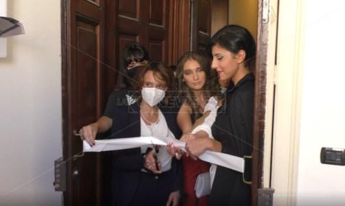 La visita in CalabriaReggio, la ministra Bonetti (Famiglia) esalta le pari opportunità ma glissa sui fondi al Sud per gli asili nido