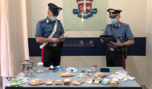 Docente di Acri arrestato per spaccio di droga, il gip lo manda ai domiciliari
