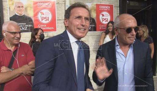 Francesco Boccia insieme al candidato sindaco di Cosenza Franz Caruso