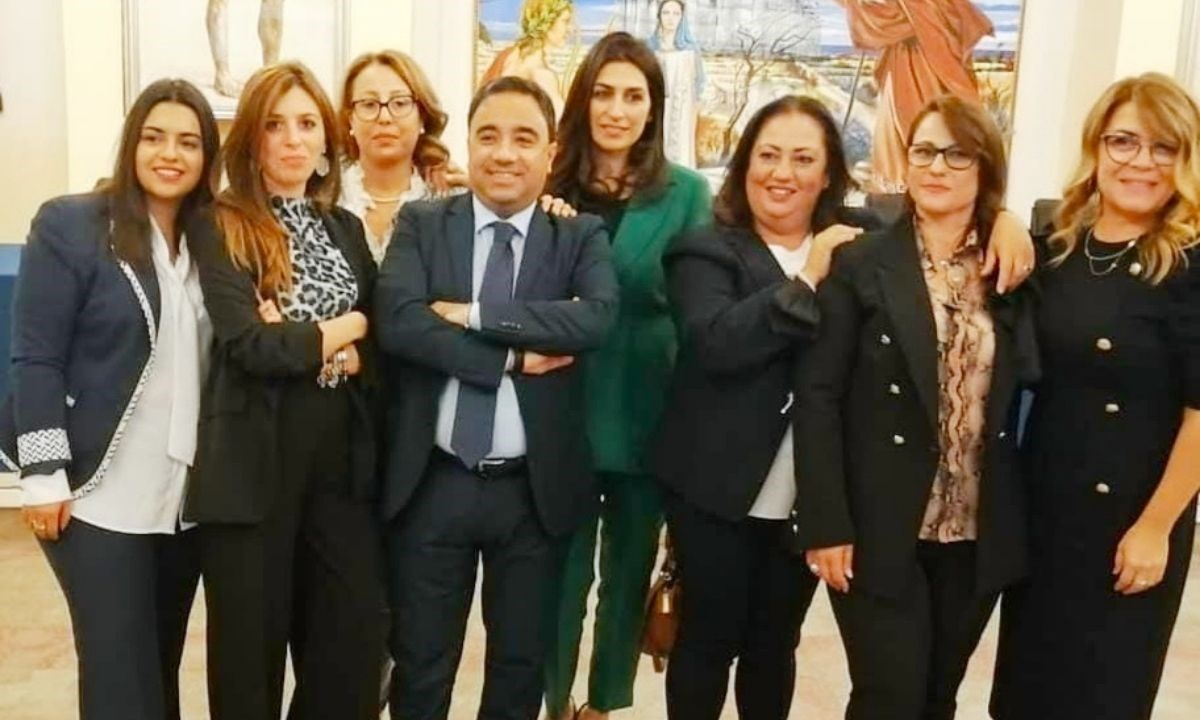 Il sindaco con le donne dell'amministrazione comunale