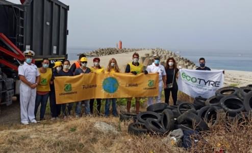 Lotta all'inquinamentoAl Porto di Gioia Tauro oltre 200 pneumatici raccolti da Legambiente e avviati al riciclo