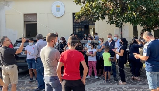 La vicendaGrotteria, solo 10 alunni per la Media: scuola chiusa e genitori in protesta