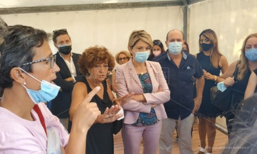 La sindaca di Vibo Valentia Maria Limardo e la preside Maria Salvia